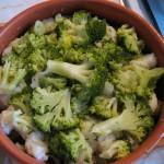 Asezam conopida si broccoli intr-un vas uns cu unt
