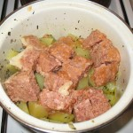 Cartofi fierti, carne de vita in suc propriu