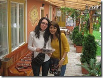 Meena si Monika la Bazna