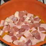 Primul strat de sunca si carne de porc