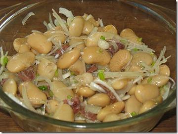 Salata de fasole boabe cu ceapa si ansoa