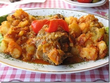 Friptura de iepure impanata in sos de vin cu cartofi taranesti