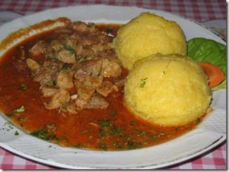 Tocanita gulas porc cu mamaliguta