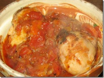Pulpe de pui cu sos de rosii