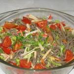 Salata japoneza cu taitei de hrisca (soba)