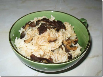 orez cu ciuperci shiitake si urechi de lemn