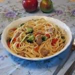 Spaghete cu legume si cuburi de soia